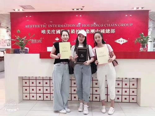 恭喜重庆美女成功签约唯美度中高端专业美容院
