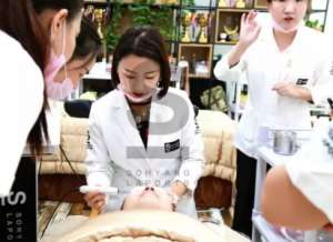 美容师应该如何练好手法